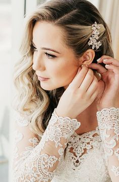 Bridal Makeup And Side Swept Curls Wedding Hair Side in Makeup And Hair Wedding . Bridal Makeup An Bridal Hair Side Swept, Wedding Hair Side, Side Swept Curls, Simple Wedding Hair, Bridal Hair Half Up With Veil, Side Swept Hairstyles, Down Hairstyles, Wedding Hairstyles, Simple Bride Hairstyles