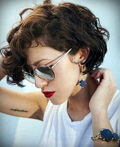 Short curly hair - New Hair Styles ideas Curly Pixie Cuts, Short Curly Haircuts, Curly Short, Short Curls, Long Pixie, Wavy Pixie Haircut, Pixie Haircuts, Pixie Wavy Hair, Curly Crop