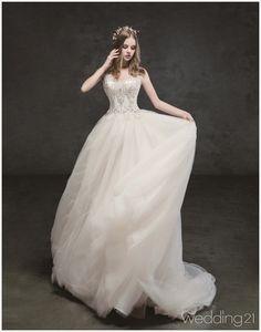 영화 속 한 장면이 떠오르는 아름다운 신부의 모습, 누벨마리에 1 Wedding Girl, Bridal Wedding Dresses, Wedding Dress Styles, Dream Wedding Dresses, Designer Wedding Dresses, Wedding Bride, Weeding Dress, Sweetheart Wedding Dress, Party Wear Dresses