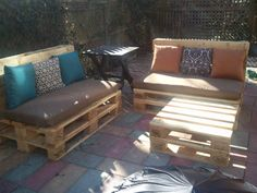 Easy patio furniture: stacked pallets!