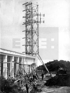 EMISORA DE TVE EN GUINEA ECUATORIAL: Santa Isabel de Fernando Poo (Guinea Ecuatorial), 2-7-1968.- Aspecto del mastil radiante de 40 metros de altura de la emisora de Televisión Española, situada en la cumbre del Pico de Santa Isabel, a 3012 metros de altitud sobre el nivel del mar, que será inaugurada el día 20 por el Ministro de Información, Maniel Fraga,