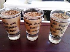 Receita de Receita Fácil de Mousse de Chocolate - 1 clara de ovo, 3 colheres (sopa) de açúcar de confeiteiro, Umas duas colheres de creme de leite, Meia barra de chocolate meio amargo (uns 250g)