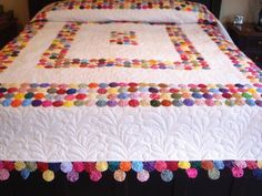 I've always wanted to make a yo-yo quilt. Fabric Art, Fabric Crafts, Sewing Crafts, Cute Quilts, Baby Quilts, Quilt Block Patterns, Quilt Blocks, Quilting Projects, Sewing Projects