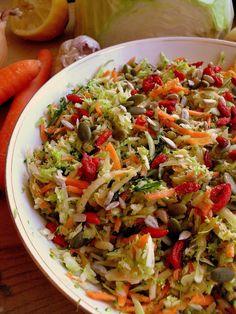 Lekcje w kuchni: Surówka z brokułem i pestkami / Broccoli salad with seeds