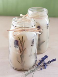 kerzen selber machen diy duftkerzen mit lavendel Candles themselves make DIY scented candles with lavender Diy Candles Scented, Gel Candles, Aromatherapy Candles, Homemade Candles, Mason Jar Candles, Lavender Candles, Diy Presents, Diy Gifts, Diy Wedding Shoes