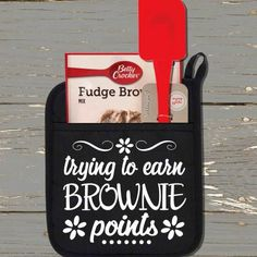 Trying To Earn Brownie Points Pot Holder Kit is the perfect gift for Teacher Appreciation Day or as an end of year gift to say Thank You to your child's Candy Gifts, Gag Gifts, Craft Gifts, Pot Holder Crafts, Pot Holders, Thank You Baskets, Gift Baskets, Staff Appreciation Gifts, Vinyl Gifts