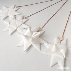Flet julestjerner i fem varianter som del af din kreative jul. Udførlig vejledning og inspiration til masser af kreative stunder med papirflet og -foldning.