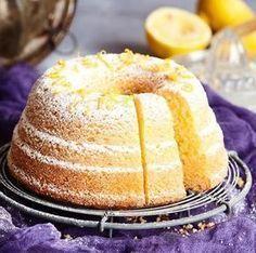 Mehevässä sitruunakakussa maistuvat sitruunamehu ja raastettu sitruuna. Kakku on helppo valmistaa ja se säilyy jääkaapissa pitkään hyvänä. Baking Recipes, Cookie Recipes, Dessert Recipes, Desserts, Finnish Recipes, Sweet Bakery, Sweet Pastries, Food Tasting, Little Cakes