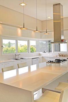 Diseño moderno de cocina por A R Arquitectos Kitchen Room Design, Rustic Kitchen Design, Home Decor Kitchen, Interior Design Kitchen, Kitchen Buffet, Modern Farmhouse Kitchens, Contemporary Kitchens, Cuisines Design, Updated Kitchen