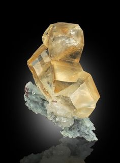 quartz mineral data mineralogy database - 236×320