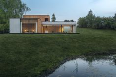 House von Studio Demateria in Posen, Polen Residential Architecture, Modern Architecture, Houses In Poland, India House, Small Guest Rooms, House Elevation, Private Room, Prefab, Modern House Design