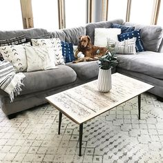 New living room small couch pillows Ideas Grey Couch Living Room, Home, Living Room Decor Modern, Trendy Living Rooms, Living Decor, Small Living Rooms, Apartment Living Room, Boho Living Room, Living Room Grey
