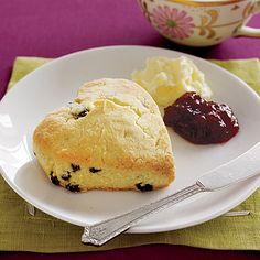 These scones look like they might actually come close to what I had in Stratford-upon-Avon