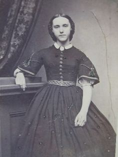 Proper way to dress a young lady - pretty short sleeves, with puffy decorative undersleeves.