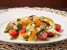 Karotten-Avocado-Salat mit Cherrytomaten