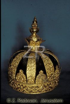 .GOLD MADE TORAH CROWN FROM A SYNAGOGUE IN COCHIN, KERALA, INDIA. THE CROWN WAS PRESENTED TO THE JEWISH COMMUNITY BY MAHARAJA OF TIRVAJER ON HANUKKAH 1808