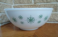 McKee Milk Glass Punch Bowl with Green Snowflakes - Large White Bowl with Beaded Edge - Holiday Serving - Vintage Mid Century by ClassyVintageGlass on Etsy Vintage Dinnerware, Vintage Bowls, Snowflake Designs, Glass Table, Milk Glass, Punch Bowls, White Bowl, Large White, Tableware