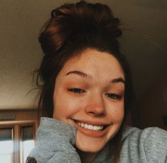her smile brings me so much happiness Selfies Poses, Girls Selfies, Cute Photos, Pretty Pictures, Girl Photos, People Photography, Photography Poses, Catfish Girl, Cute Names