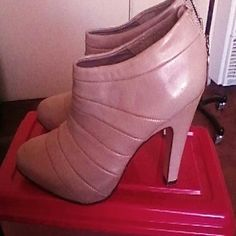 """ALL SAINT GRAY BOOTIES LEATHER SIZE 38 GORGEOUS PONTY TOE BOOTIES 4"""" HEELS EXCELLENT CONDITION ONLY USED FOR PHOTO SHOOT. All Saints Shoes Ankle Boots & Booties"""