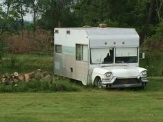 wouldn't it be fun to get ahold of this one and fix ur up? Old Campers, Vintage Campers Trailers, Vintage Caravans, Camper Trailers, Travel Trailers, Happy Campers, Slide In Camper, Camper Caravan, Camper Life