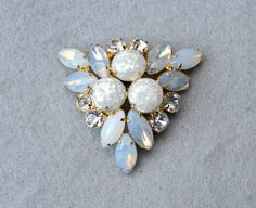 #vintage #jewelry #fashion #confettibrooch #opalescentbrooch #trianglebrooch