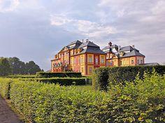 Barokní park jak vystřižený z učebnice je v Chroustovicích Manor Houses, Czech Republic, Prague, Palace, Trips, Spaces, Inspiration, Travel, Castles