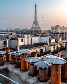 Paris au lever du jour depuis un rooftop Beautiful Paris, Beautiful Places In The World, Paris Home, Paris Paris, Brooklyn City, Paris Attack, Paris Architecture, Grand Paris, Paris 2015
