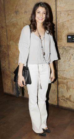 Anushka Sharma at a screening of 'Dil Dhadakne Do'. Bollywood Photos, Bollywood Stars, Bollywood Celebrities, Bollywood Fashion, Bollywood Actress, Celebrity Outfits, Celebrity Style, Virat And Anushka, Evolution T Shirt