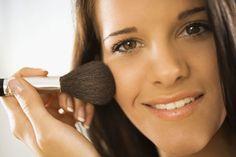 Maquillaje Natural Para Jovenes Trigueñas. Existen muchos productos de maquillaje para diferentes tipos de piel y tonalidad, estas tienen las características de ocultar muchas de manchas en la piel, granos, acné e imperfecciones que se presenten por una u otra causa. Y para conseguirlo solo se debe comprar un maquillaje que vaya acorde con nuestra piel, es mucho mejor si utilizamos maquillajes naturales, de esta manera tendremos unos....  Maquillaje Natural Para Jovenes Trigueñas. Para ver…