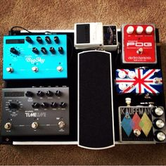 This is such an awesome pedal board. Love the simplicity, and the strymon! :)
