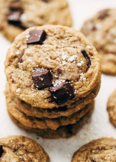 Learn how to make the best chewy chocolate chip cookies EVER, of all time! These cookies are crispy around the edges and super chewy in the middle! Chip Cookie Recipe, Cookie Recipes, Cream Sauce Recipes, Chewy Chocolate Chip Cookies, Lime Chicken, Spice Jars, Cookie Dough, Cookies Et Biscuits, Caramel