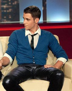 Leather Pants always look hot! Mens Leather Pants, Tight Leather Pants, Leather Jackets, Leather Fashion, Mens Fashion, Moda Casual, Hommes Sexy, Sharp Dressed Man, Looks Style