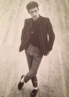 Paul Weller looking great Music Jam, Pop Music, The Style Council, Paul Weller, Teddy Boys, Northern Soul, Skinhead, Mod Fashion, Looking For Love