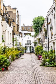 A beautiful mews street in South Kensington, London, England Secret Places In London, London Places, London Street, London City, The Places Youll Go, Places To Go, Mews House, London Blog, London Architecture