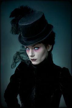 42 Wonderful Vampire Makeup Ideas For Halloween Party To Try Today Costume Steampunk, Gothic Steampunk, Steampunk Fashion, Gothic Fashion, Victorian Fashion, Edwardian Style, Hippie Fashion, 70s Fashion, Casa Halloween
