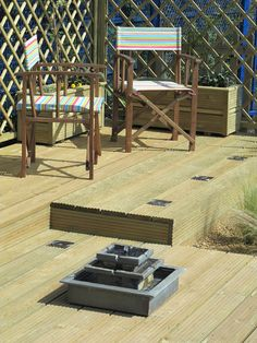 Water feature and seating area inside the Jacksons Fencing Haven Show Garden.