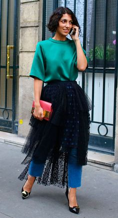 Street Style: Chloé tulle skirt over jeans at Paris Fashion Week, Spring Fashion Editor, Fashion Week, Runway Fashion, Fashion Outfits, Skirt Fashion, Paris Fashion, Estilo Fashion, Ideias Fashion, Street Style Looks