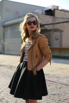 jupe évasée et veste courte en cuir