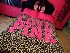Pink bed cover! This is cool!