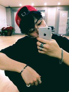 En donde JiMin es un famoso modelo y YoonGi su fangirl número uno.   … #fanfic # Fanfic # amreading # books # wattpad
