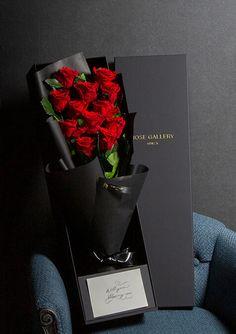 Flower Graphic Design, Modern Flower Arrangements, Pretty Box, Flower Wall Decor, Flowers Online, Present Gift, Rose Bouquet, Balloon Decorations, Candy Bouquet
