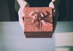 Geschenkideen Weihnachten – Sugestões de presente para o namorado no Natal – Ideen Dekorieren Birthday Wishes, Birthday Gifts, Happy Birthday, Birthday Messages, Personalized Wind Chimes, Diy Gifts, Best Gifts, Magazine Deco, Gemini Girl