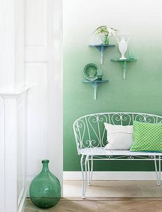 LIA Leuk Interieur Advies/Lovely Interior Advice: Ombre green wall & Dip & Dye consoles // Oh dear. I love it.