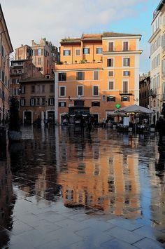 Piazza San Lorenzo in Lucina - Rome...