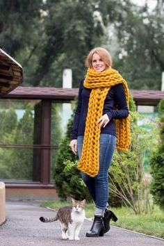 Verkauf Senf XXL Strickschal Winterschals Grobstrick Schal | Etsy Knit Fashion, Mens Fashion, Chunky Knit Scarves, Big Knits, Sweater Scarf, Sweater Weather, Wool Sweaters, Knit Crochet, Knitting