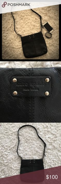 ♠️ Kate Spade Crossbody Handbag♠️ This Kate Spade Handbag is in excellent condition!  This bag is perfect for all you essentials and oh so stylish!  Don't miss out on this great buy! kate spade Bags Crossbody Bags