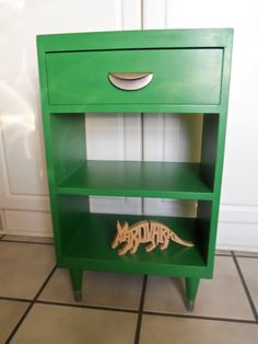 Mid Century Painted Wood Night Stand/Side Table, Emerald Green/Silver. $75.00, via Etsy. Painted Furniture, Painted Wood, Wood Nightstand, Green Table, Girl Themes, Mid Century Decor, Paper Design, Painting On Wood, Chalk Paint