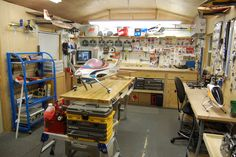 Rc shop How to transform a Garage into nice working place. Tool place on the wall. Storage places from scrap plastics Storage of equipments that are not used for the moment. Workshop Layout, Workshop Storage, Workshop Organization, Diy Workshop, Garage Workshop, Tool Storage, Garage Storage, Hobby Desk, Hobby Room