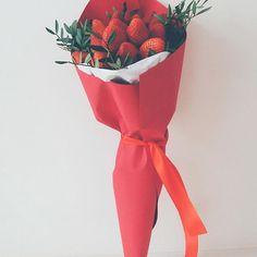 Ароматный букет из клубники на 14 февраля! Идёт приём заказов!#onlyflowers_14февраля. . . #beautiful #flowers #flowershop #cozy #mood #цветы #цветыспб #14февраля #доставкацветовспб #доставкаспб #деньсвятоговалентина