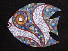 Arte Livre Mosaico: Descansos-Peixe Mosaic Diy, Mosaic Garden, Mosaic Crafts, Mosaic Stepping Stones, Stone Mosaic, Mosaic Glass, Mosaic Animals, Mosaic Birds, Mosaic Designs